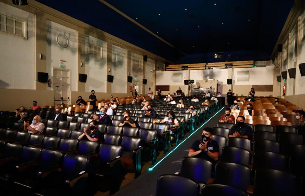 El «Cine Teatro Imperial» fue el primero del país, en reabrir sus puertas con un #showenvivo