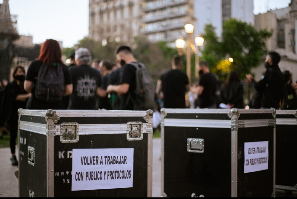 Plom@s y Técnic@s de Argentina piden «volver a trabajar con público y protocolo»